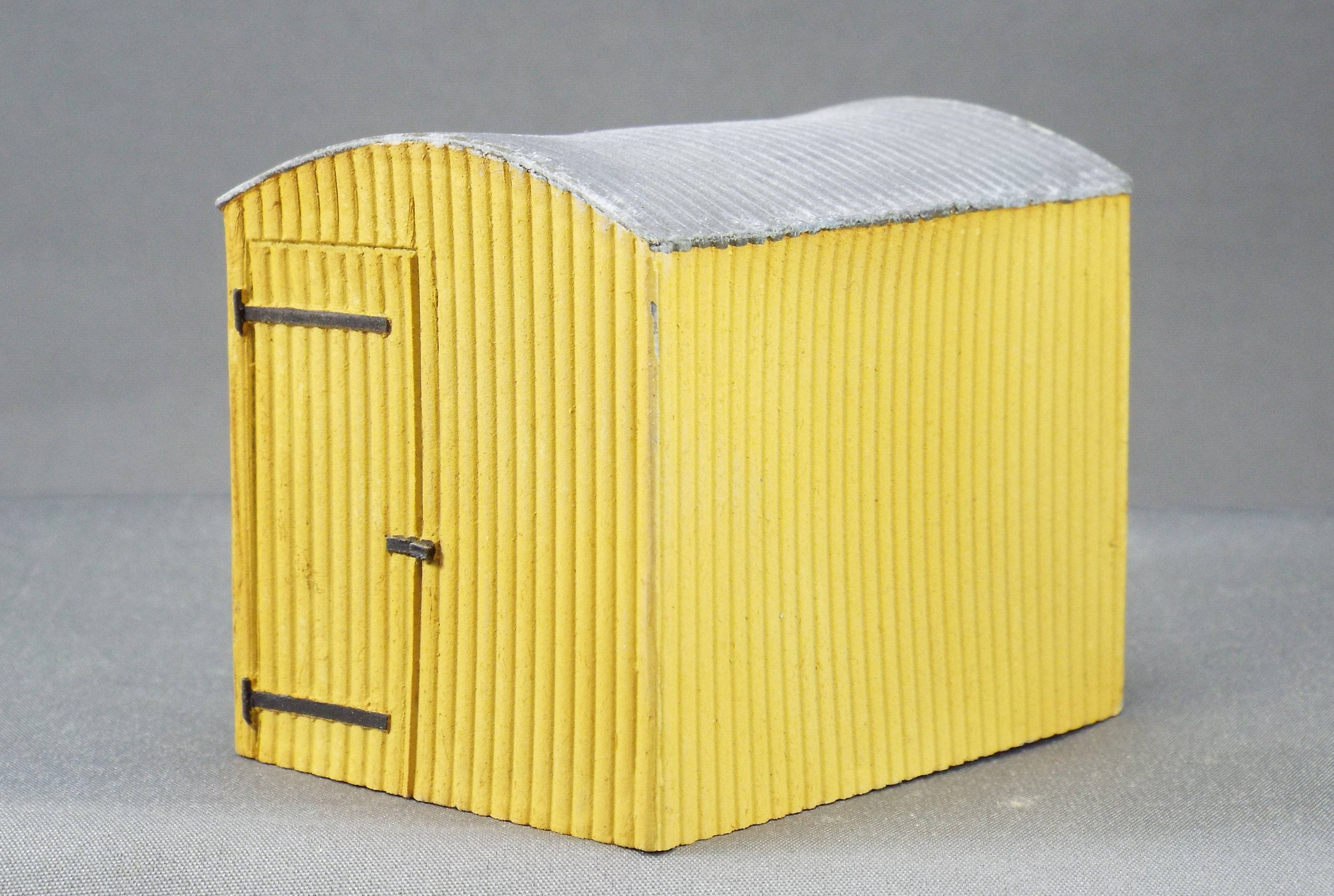7/027PCG Corrugated Lamp Hut *Painted* in Cream & Grey