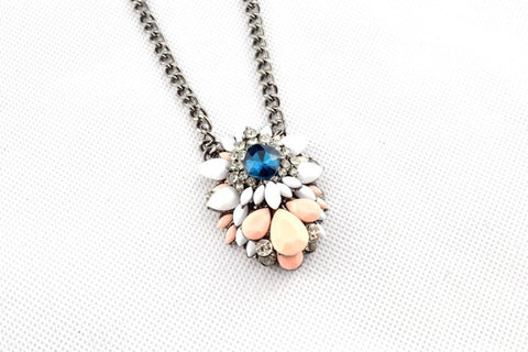 Eliz Queen Necklace
