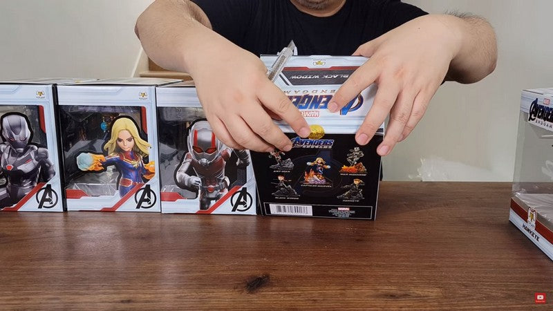 unboxing-toylaxy-marvel-avengers-endgame-premium-pvc-figure-doll-official-wave-2-ta-collection-00004-sticker
