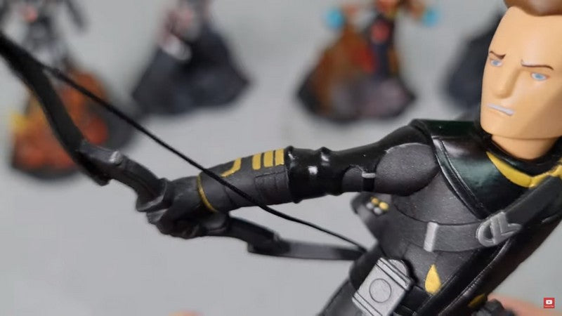 unboxing-toylaxy-marvel-avengers-endgame-premium-pvc-figure-doll-official-wave-2-ta-collection-00017-hawkeye-hand