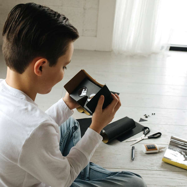 Kit Collection - DIY Virtual Reality Viewer: The Dark Side Kid Playing