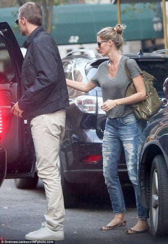 Gisele with Tom outside his court hearing looking stylish in her casual look