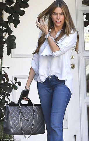Sofia Vergara wears Bella Dahl, Chanel and jeans