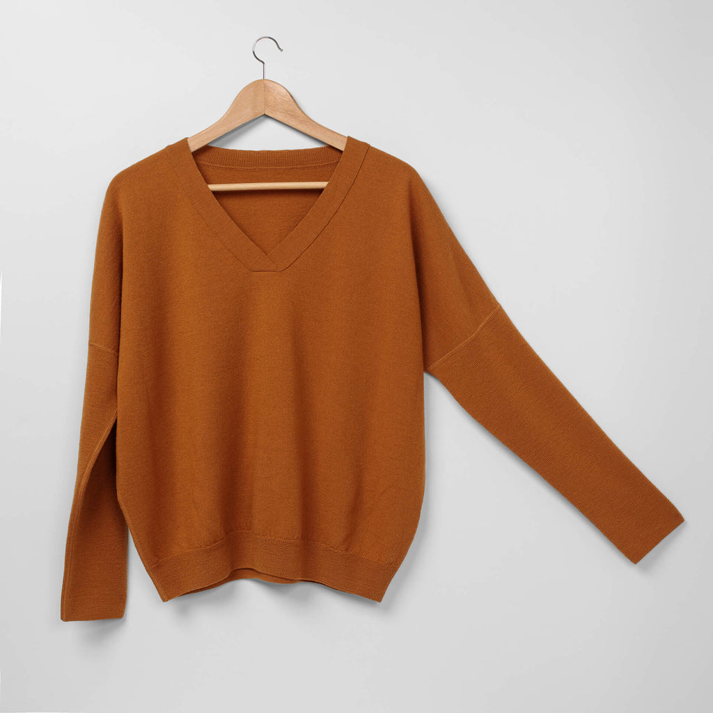 AVA pullover maple leaf