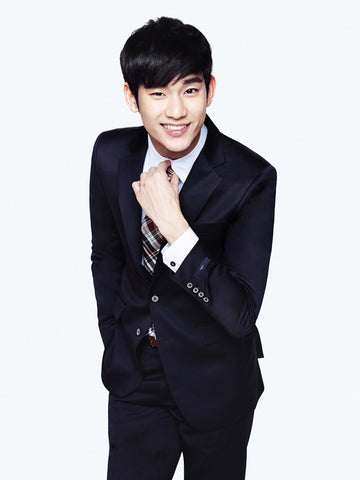 KimSooHyun with his cufflinks.