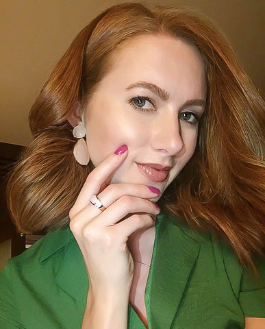 Scarlett Howard (@scarlettshoward) with Elite & Luck Rings