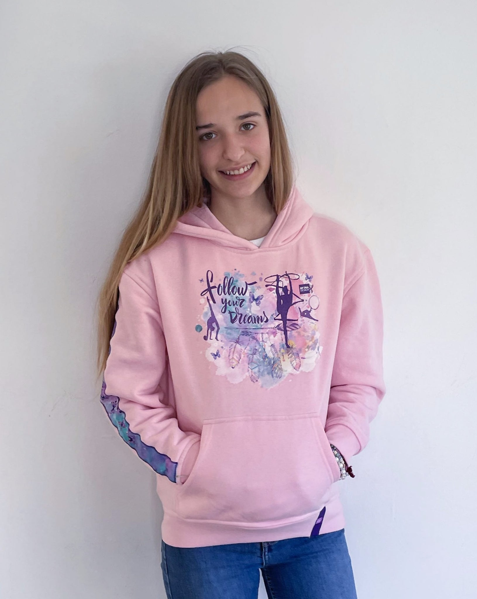 SUDADERA CON CAPUCHA Y BOLSILLO CANGURO FOLLOW YOUR DREAMS ROSA