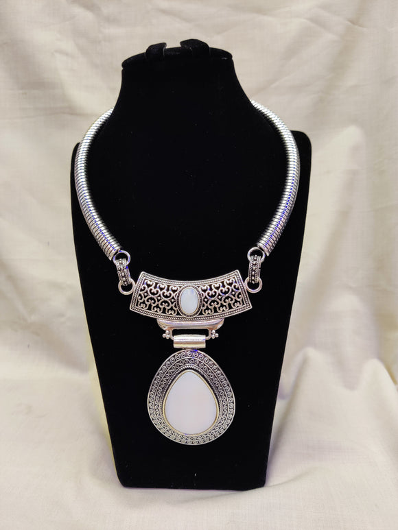 Traditional Oval Shape German Silver White Color Pendant Chain Necklace Jewellery