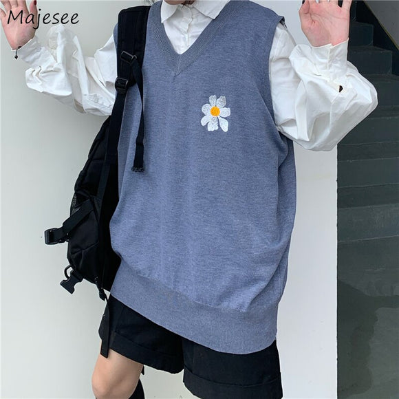Men Sweater Vest Flower Embroidery Lovely V-Neck Simple Design Males Leisure Chic Knitted Loose Couple Trendy Harajuku Outwear