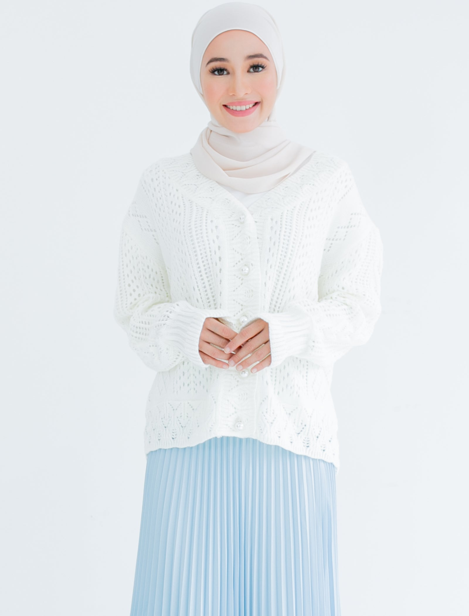 Kelsie Knitted Cardigan in White