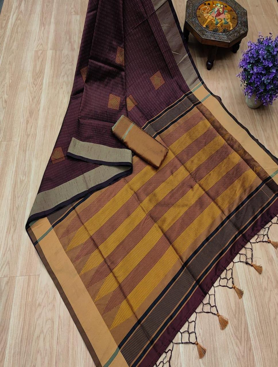 Banglori Raw Silk Saree with Contrast Ikkat Woven Pallu