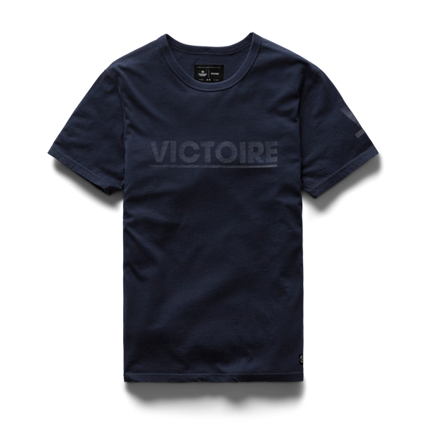 VICTORY JOURNAL X REIGNING CHAMP - Victoire T-Shirt