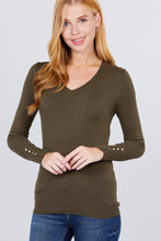 Load image into Gallery viewer, V-neck Sweater W/rivet Button