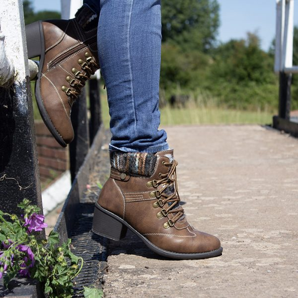 Pepper tan ankle boots