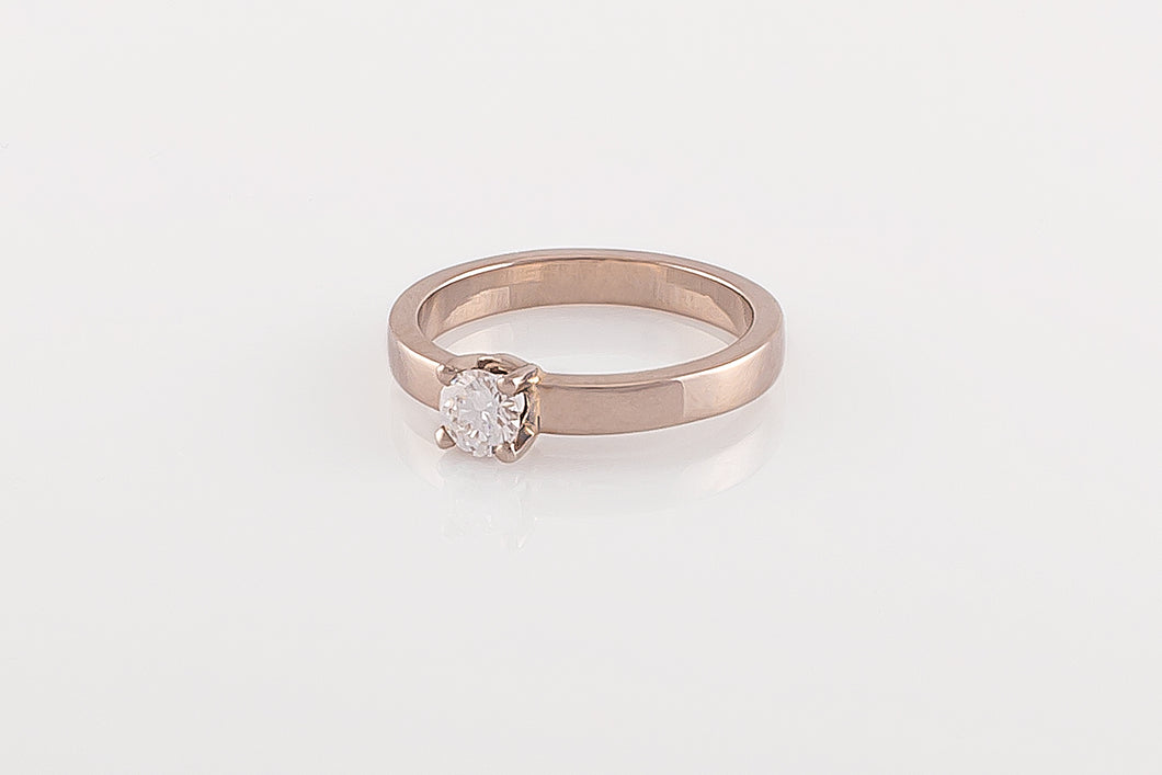 Ring met vierpoot en diamant, witgoud