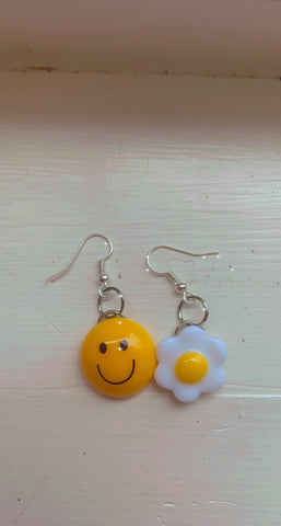 🍳 and 🙂 earrings
