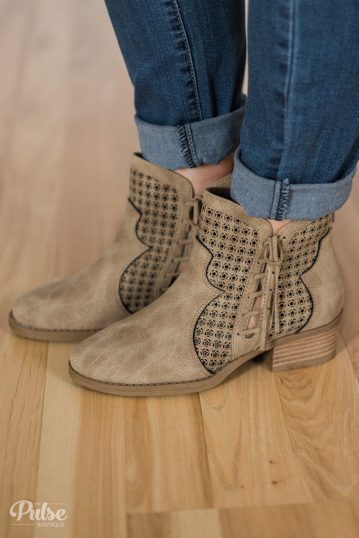 Very G Mata Ankle Boots- Cream