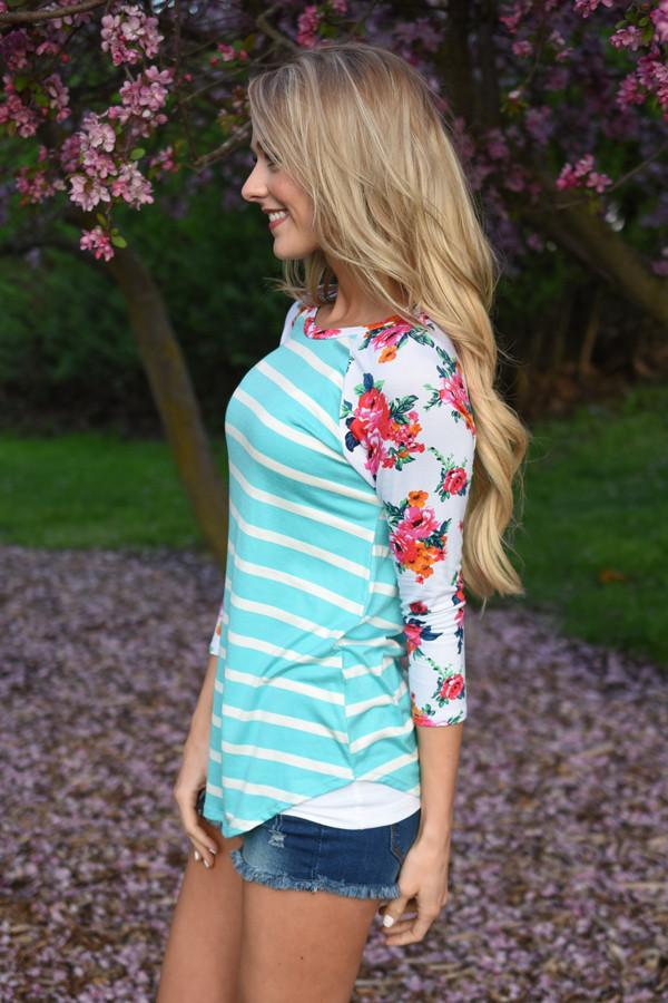Crowd Pleaser Floral Top ~ Mint
