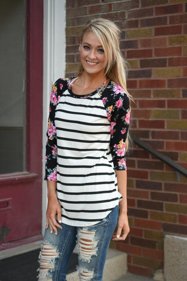 Crowd Pleaser Floral Top ~ Ivory