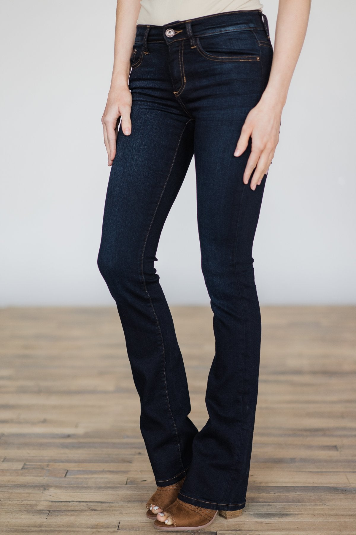 Sneak Peek Jeans- Leanne Wash
