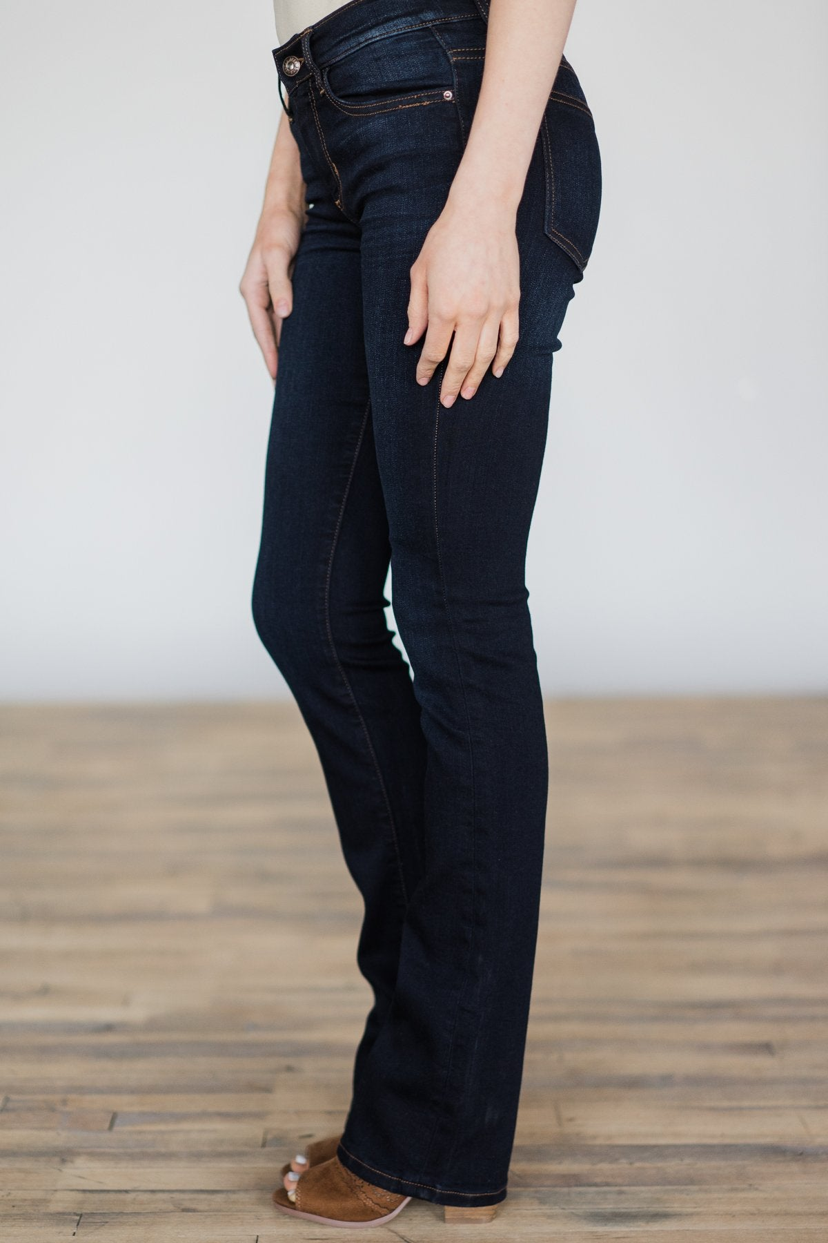 Sneak Peek Jeans - Leanne Wash