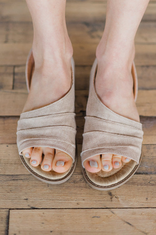 Not Rated Shantelle Sandals ~ Blush