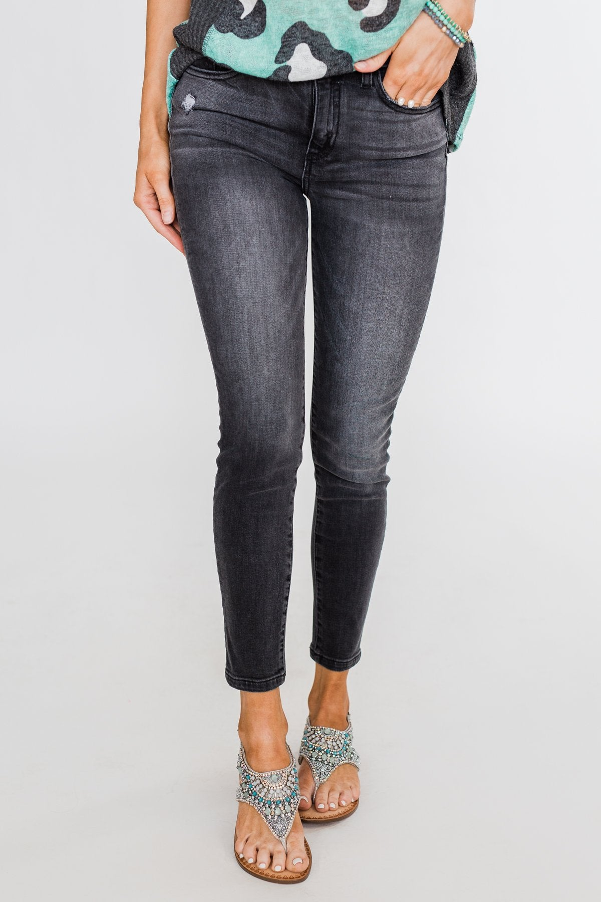 Sneak Peek Jeans- Madelyn Wash