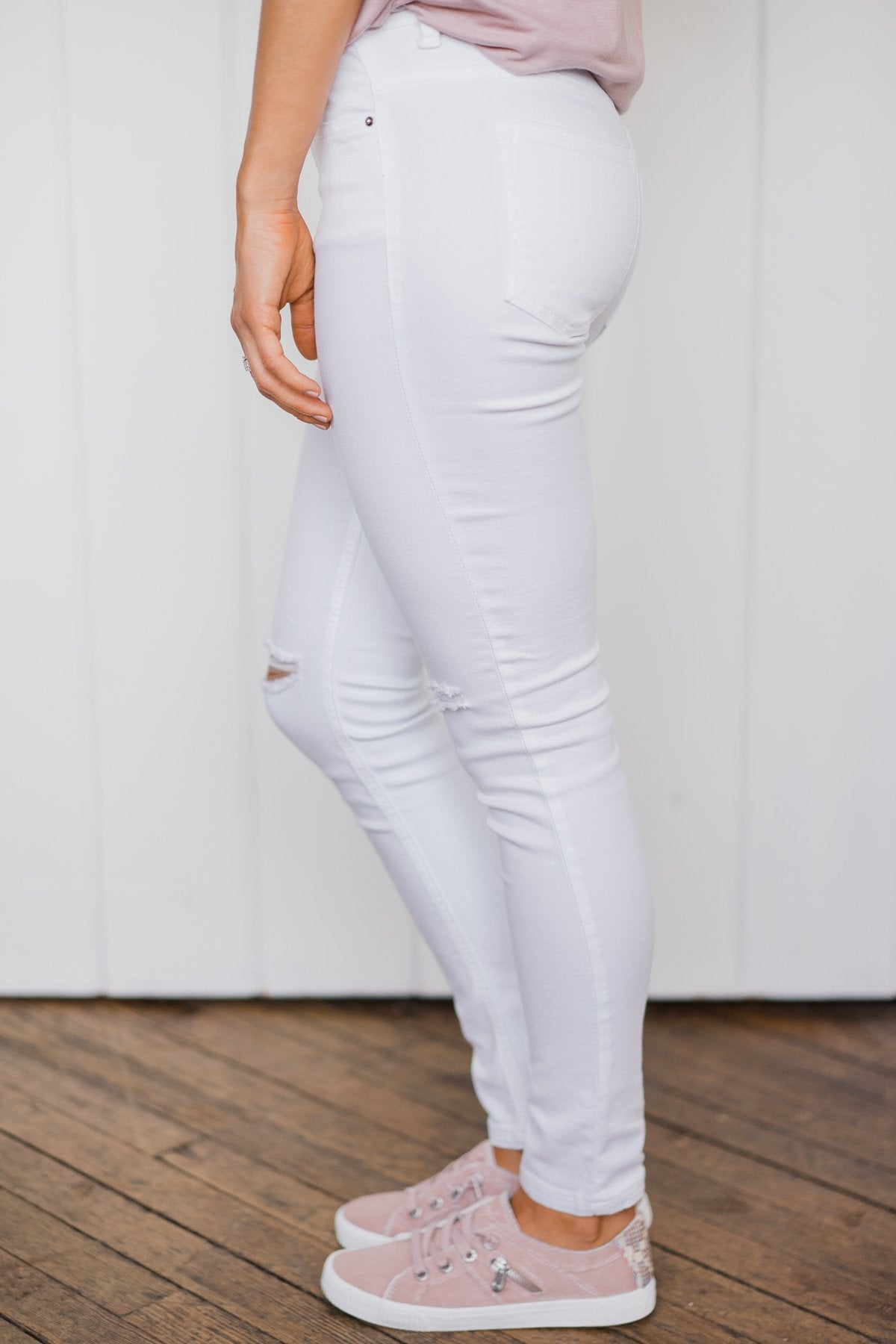 Sneak Peek White Jeans- Stella