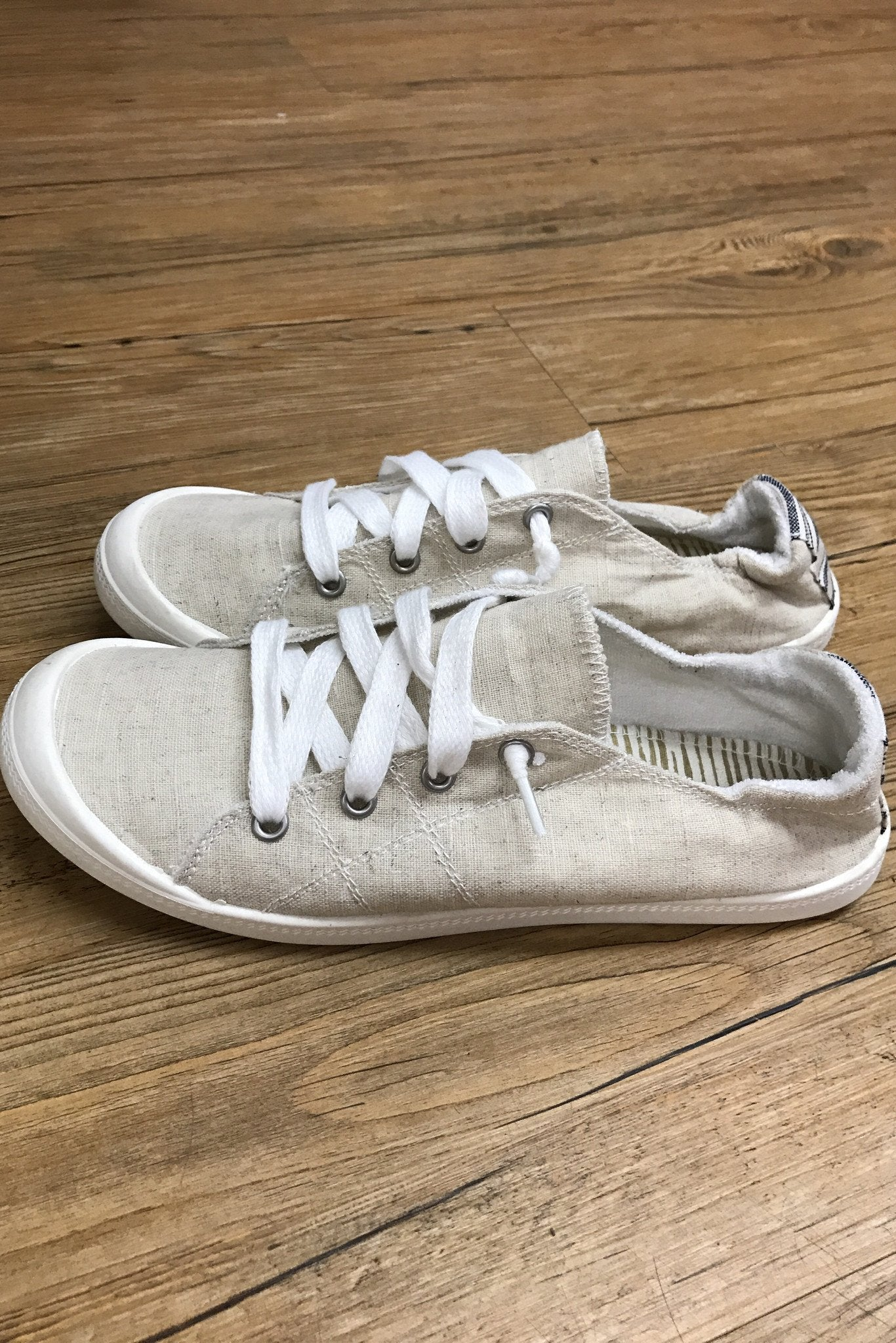 Not Rated ''Rae'' Sneakers ~ Cream