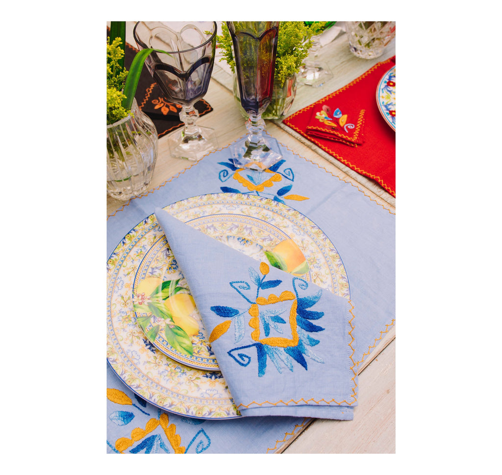Hand embroidered linen tableware set (Set of 4 units)