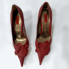Load image into Gallery viewer, Miz Mooz Pointy-toe Pumps