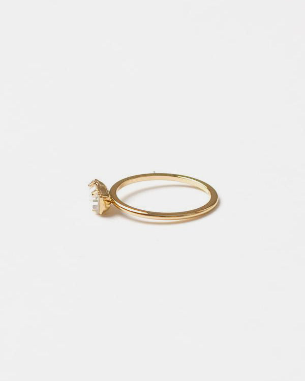 Tiny Baguette Ring Yellow Gold