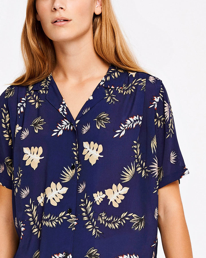 Shelby Tropical Leaf Top