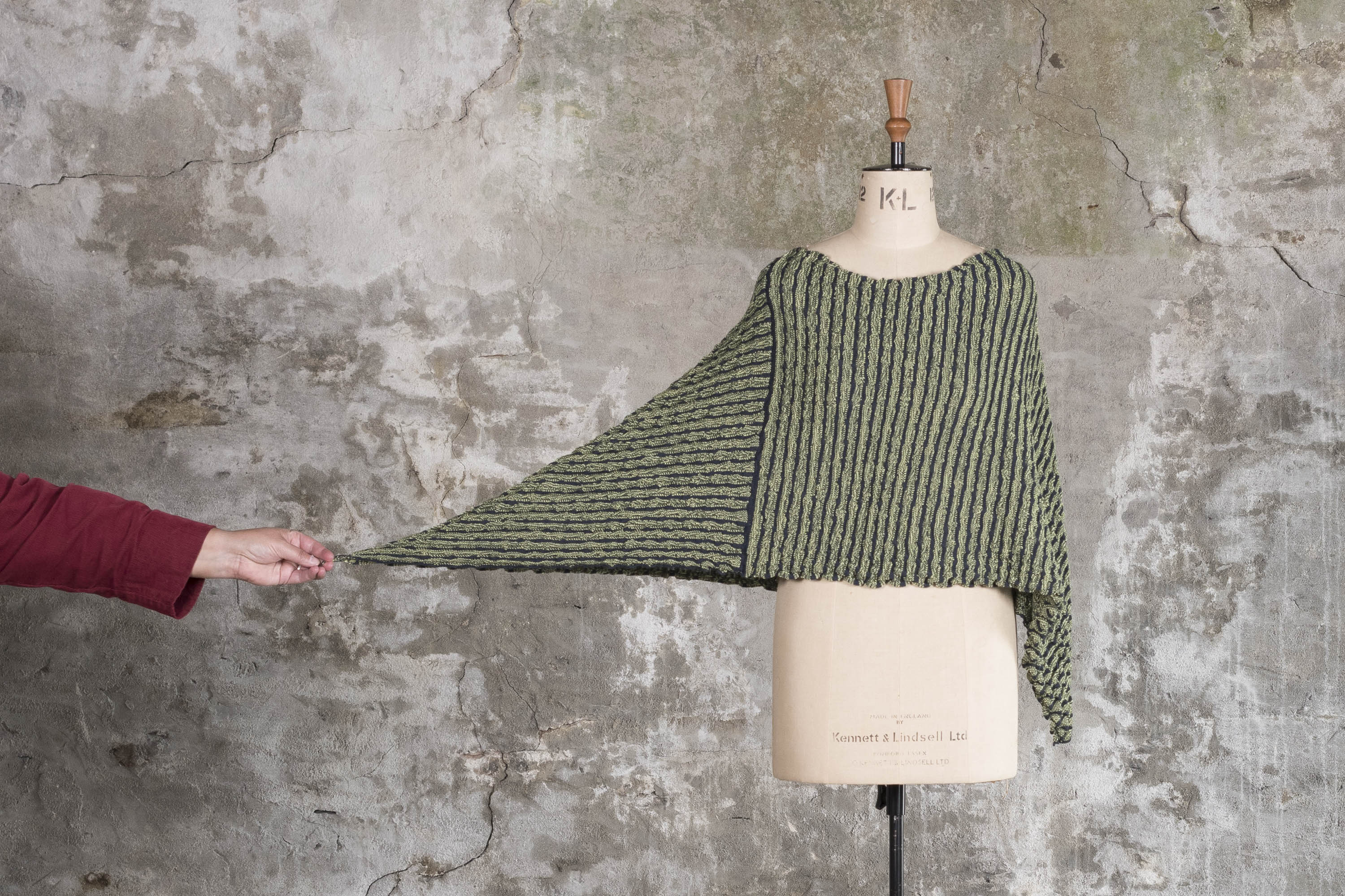 Nielanell Rigg cape - a knitted Shetland, contemporary knitwear