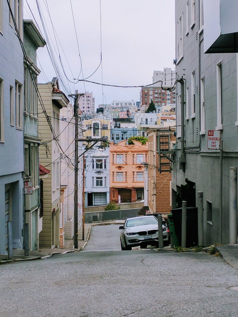 A San Francisco alley on a cloudy day