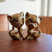 Load image into Gallery viewer, Brass Large Head Cats Pair (2) - 558