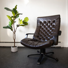 Load image into Gallery viewer, Vintage Leather Swivel Chair