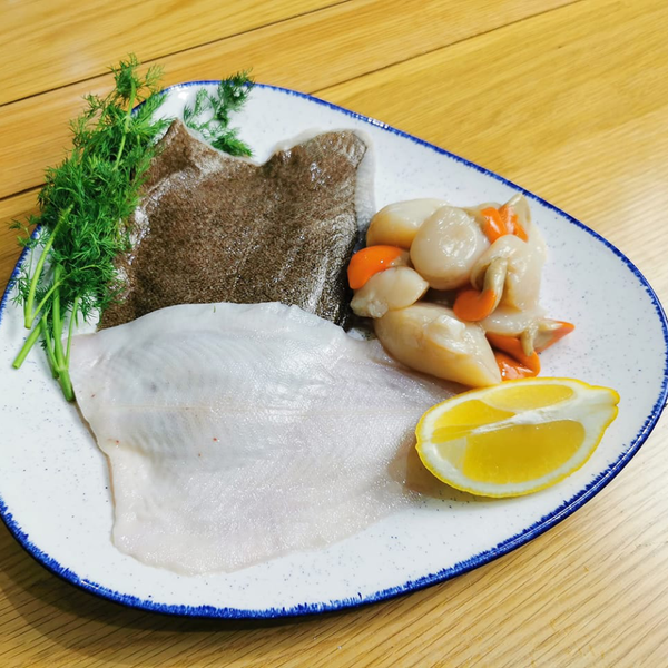 Our date night box, consists of two beautiful prime fillets of Cornish Fish, and 8 fresh Scallops. We deliver to Bristol, Somerset, Bath, Weston Super Mare, Taunton, Newport, North Somerset, and Gloucestershire. Order your fish and meat with us today, order online or by phone.