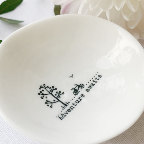 Desgyl Fechan Borslen | East of India Small Porcelain Dish - Adventure Awaits