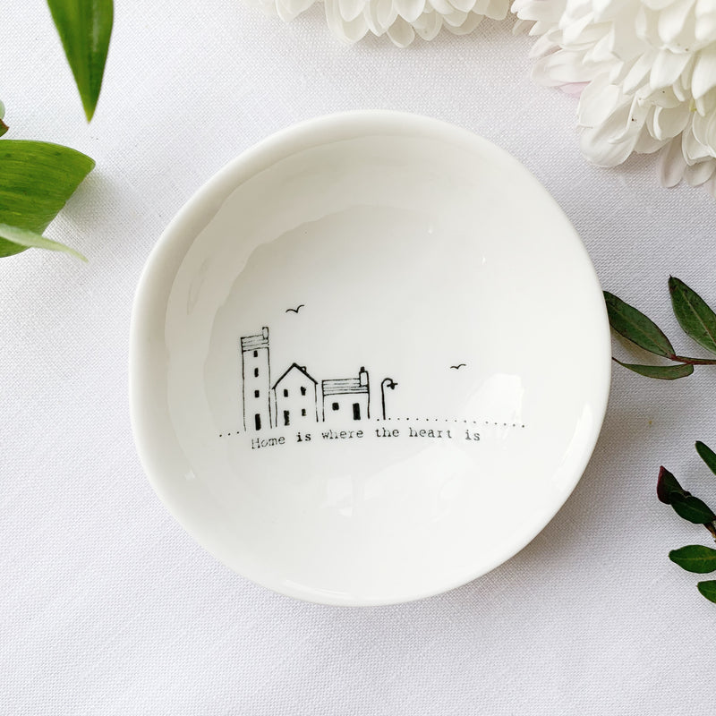 Desgyl Borslen | East of India Porcelain Dish - Home is Where the Heart is