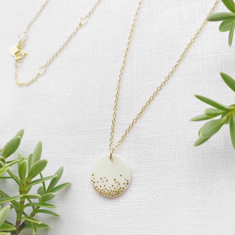 Cadwen Borslen Smotiau Aur | Porcelain Gold Dots Necklace