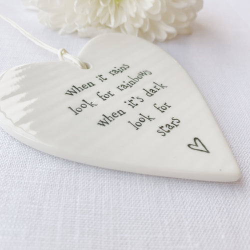 Calon Borslen | East of India Porcelain Hanging Heart – Rainbows & Stars