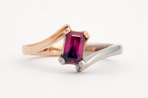 Winza Sapphire Offset Ring