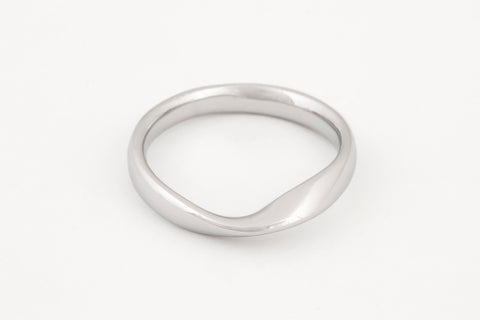 Mobius White Gold Ring