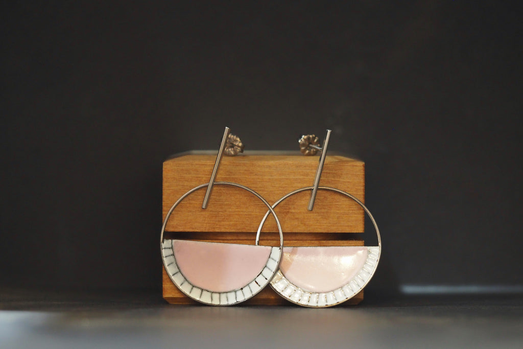 Enamel Open Arc Swing Studs