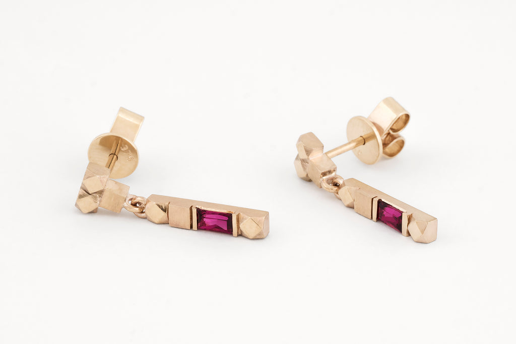 Mexicali Columna Ruby Studs Yellow Gold