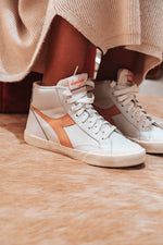 Afbeelding in Gallery-weergave laden, Diadora Melody Dirty Sneaker white/peach