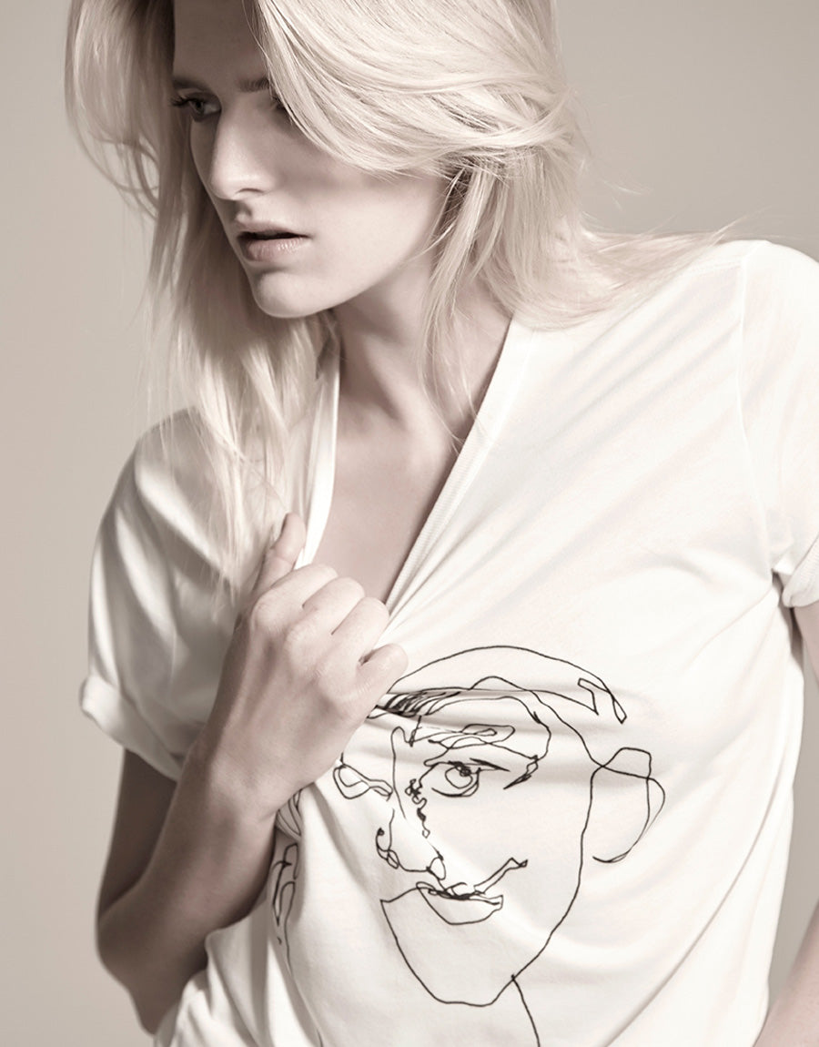 Contour drawing printed T-shirt