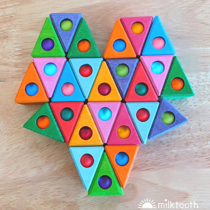Bauspiel | Triangles | 50 Wooden Blocks with Tray