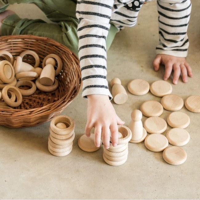 Grapat | Nins Rings and Coins | Natural wooden toy peg doll set